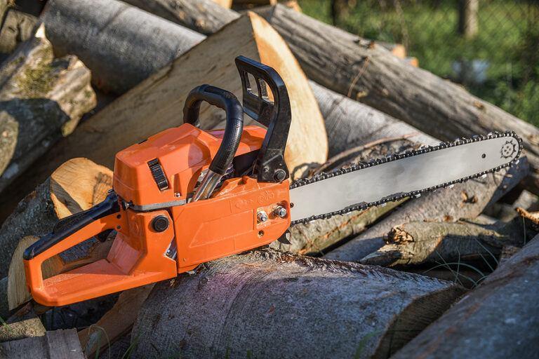 Best Chainsaw under 300 dollars